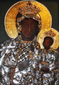 Wizerunek Matki Bożej Częstochowskiej w ołtarzu głównym naszego kościoła